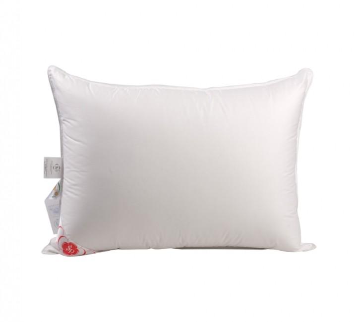 """Подушка мягкая """"Виктория"""" 50х68 см наполнитель: элитный белый гусиный пух категории премиум ткань: батист (слоновая кость) гладкокрашенный, импортный (100% хлопок). Кант - белый"""