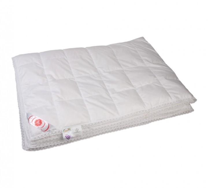 """Купить одеяло кассетное всесезонное """"Глория"""" 150х200 см наполнитель: элитный белый гусиный пух категории премиум ткань: белый батист, гладкокрашенный, импортный (100% хлопок). Кант - белый (кружево)"""