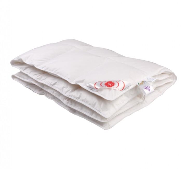 Детское пуховое одеяло «Белый гусенок» 110х140 см наполнитель: элитный белый гусиный пух категории премиум ткань: белый батист, импортный (100% хлопок). Кант - белый