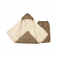 Пуховый конверт-одеяло для новорожденного «Серый гусенок», 90x42 см наполнитель: серый гусиный пух высшей категории ткань: внешняя сторона - водоотталкивающая ткань (100% полиэстер); внутренняя сторона - тик импортный (100% хлопок). Возможные цвета - беже