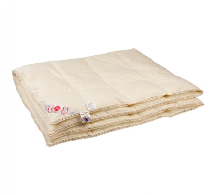 """Купить одеяло кассетное всесезонное """"Приданое"""" 140х205 см наполнитель: серый гусиный пух первой категории ткань: голубой батист гладкокрашеный импортный (100% хлопок). Кант - белый кружево"""