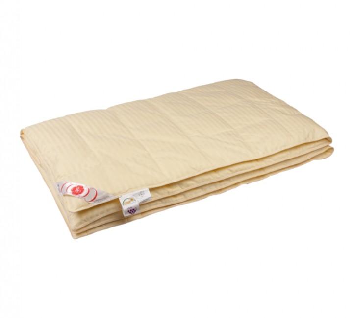 """Купить одеяло кассетное легкое """"Пушинка"""" 150х200 см наполнитель: серый гусиный пух высшей категории ткань: молочный сатин с жаккрдовым рисунком (полоска) импортный (100% хлопок). Кант - молочный"""